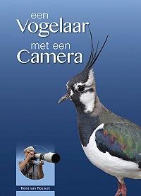 Een vogelaar met een camera